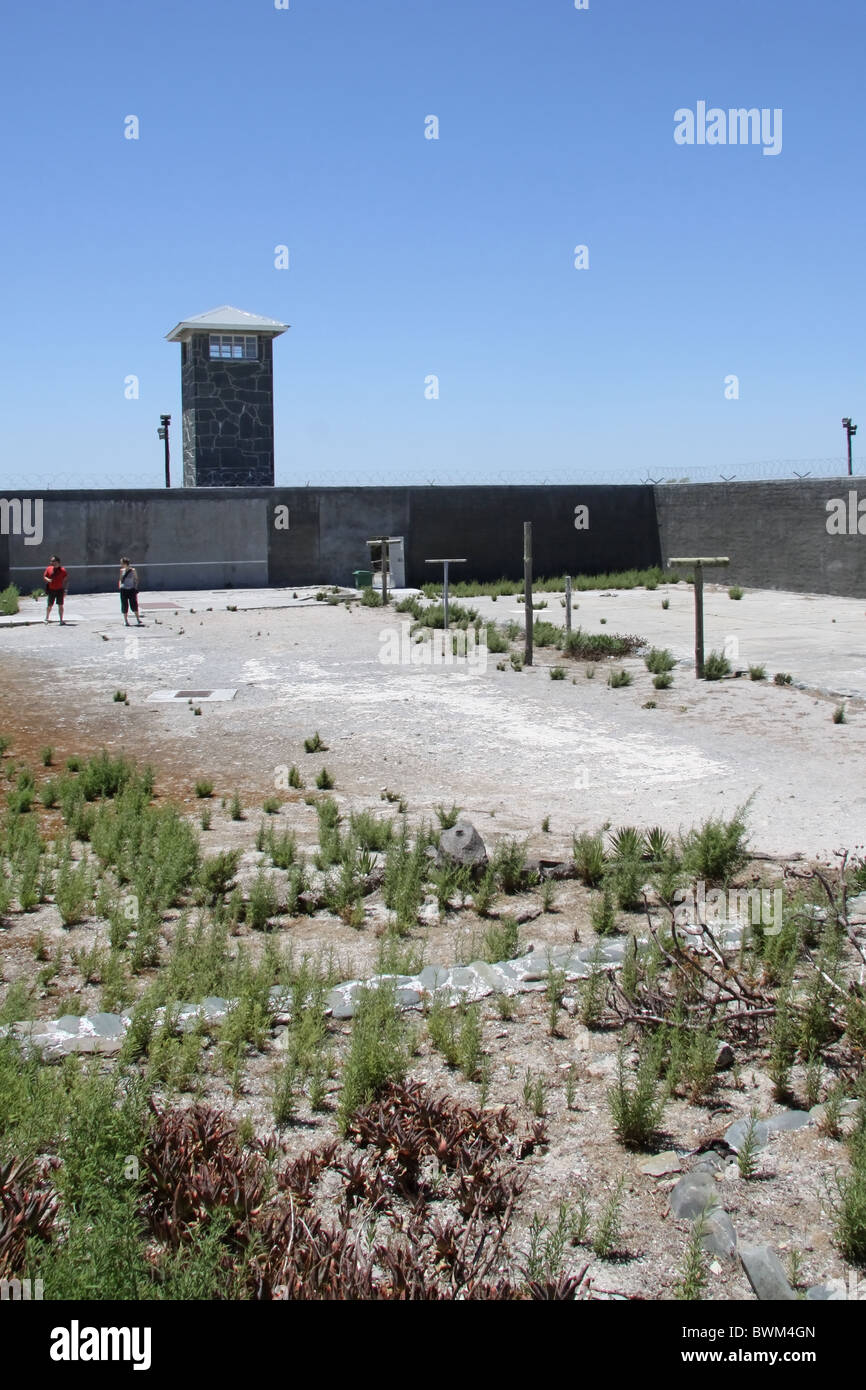 robben island tour guide former inmate